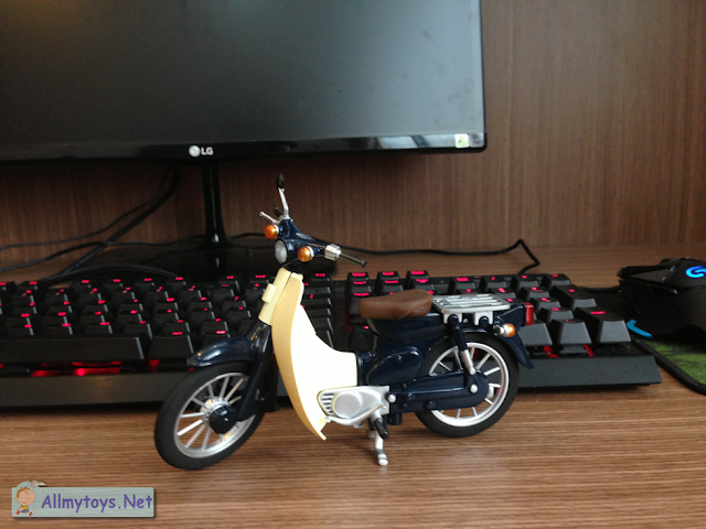 Honda Super Cub Model Toy Bike 1
