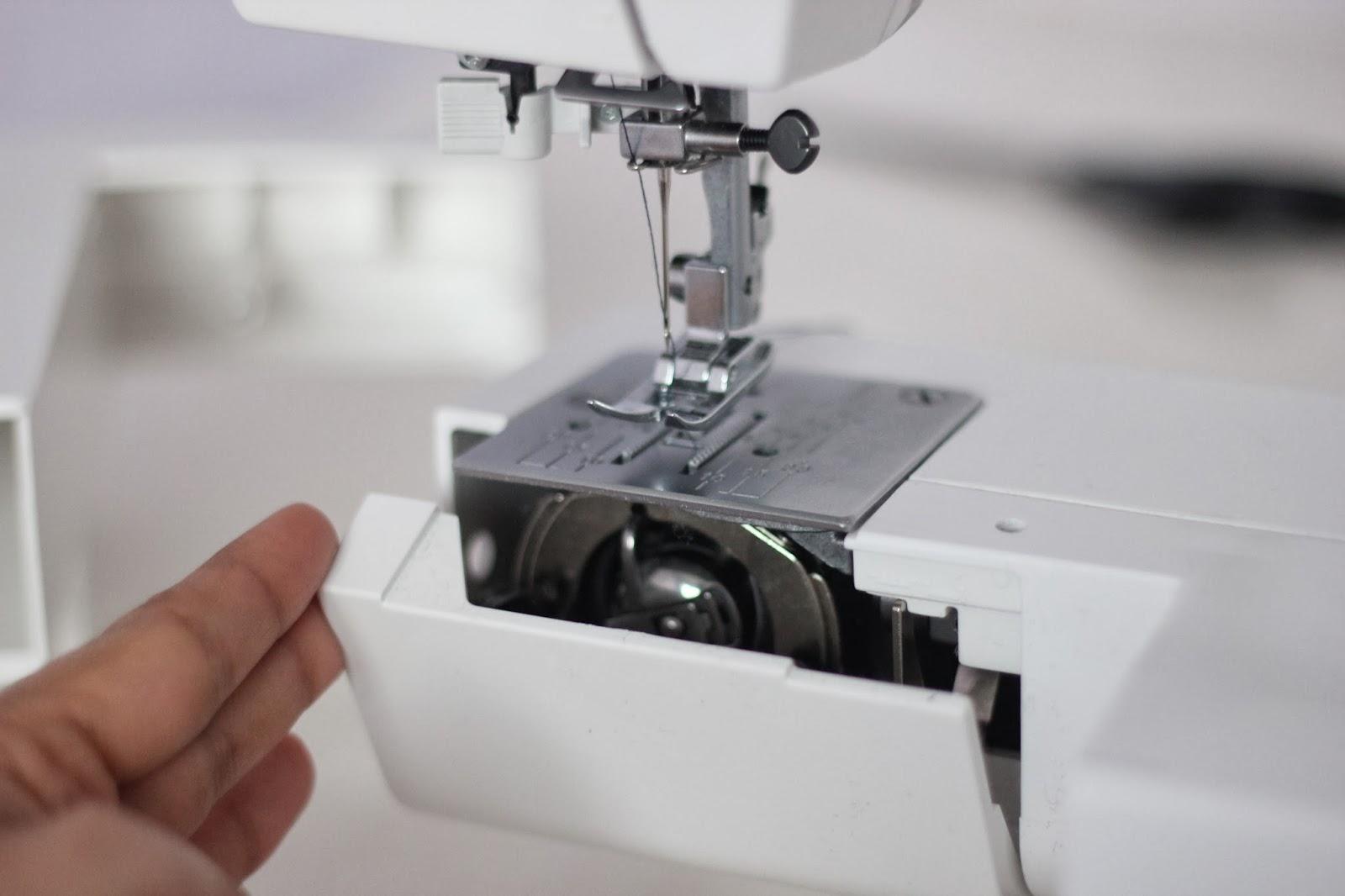 Sewing machine bobbin case