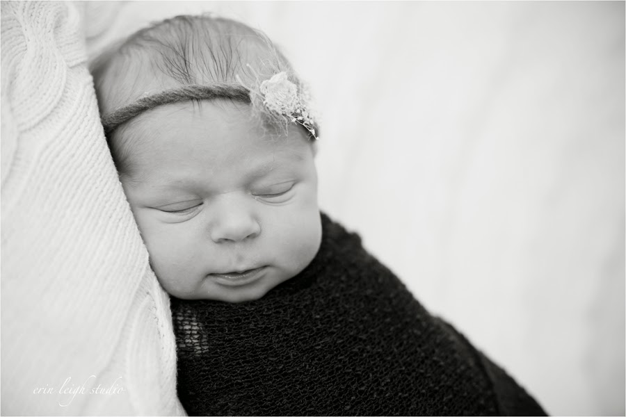 posed newborn photography olathe, ks