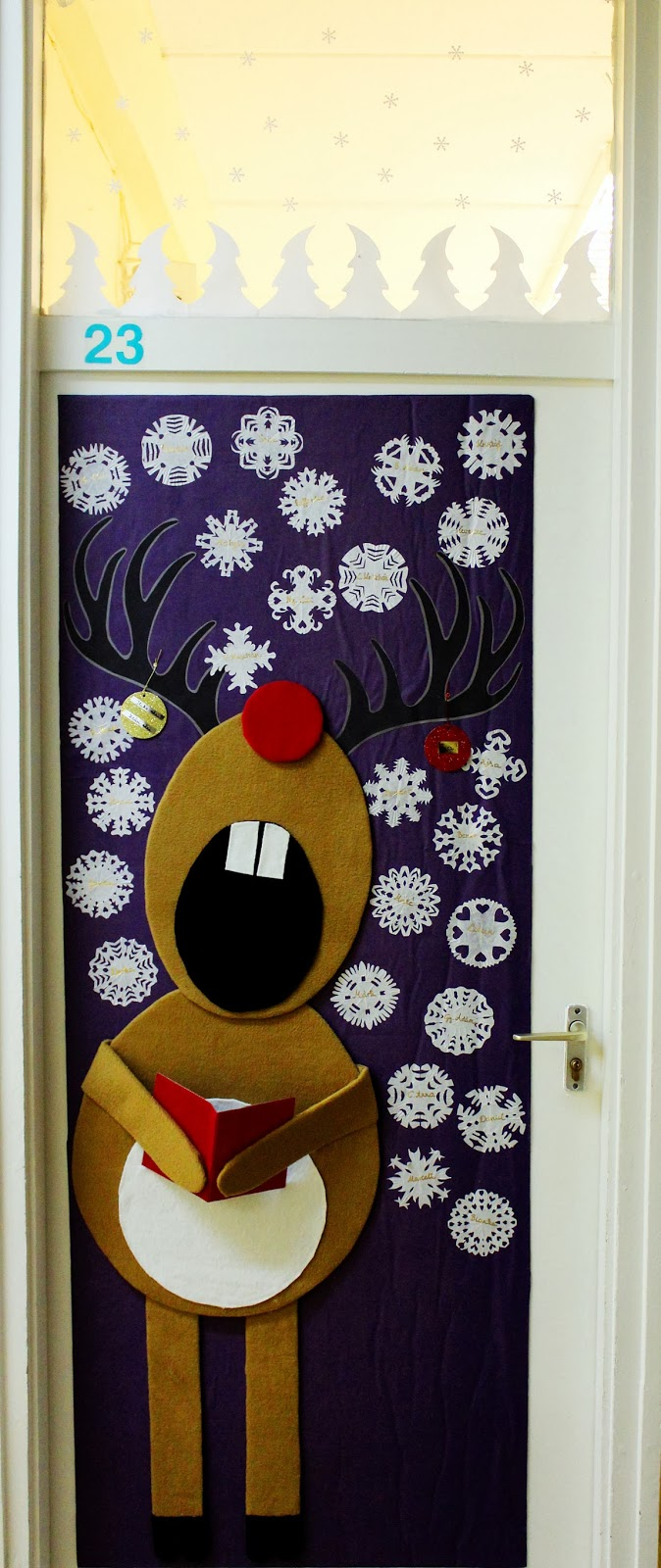 Cool christmas door decorations little piece of me for Cool door ideas