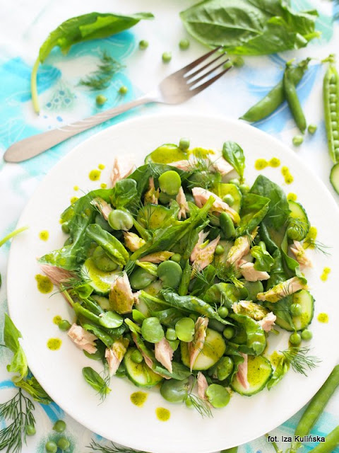 zielona sałatka, z tuńczykiem, lunch, samo zdrowie, zielono mi