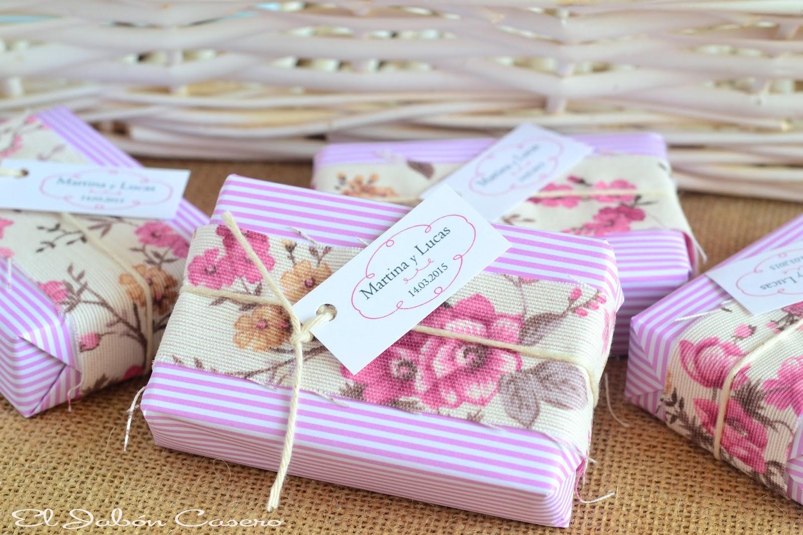 detalles de boda para ellas jabones decorados en color rosa y blanco