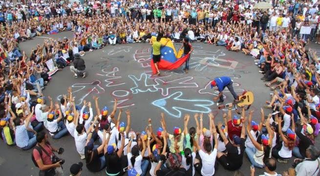 Venezolanos en Miami realizan caravana en solidaridad con estudiantes
