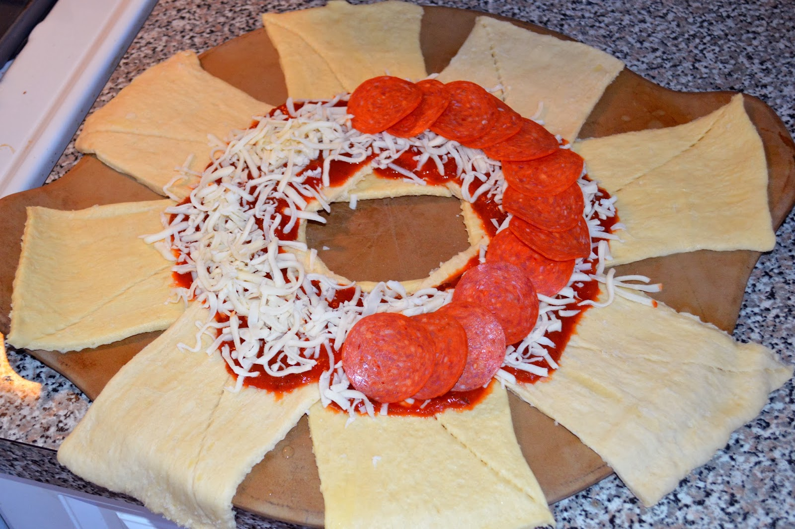 recipe: pizza ring with pizza dough [37]