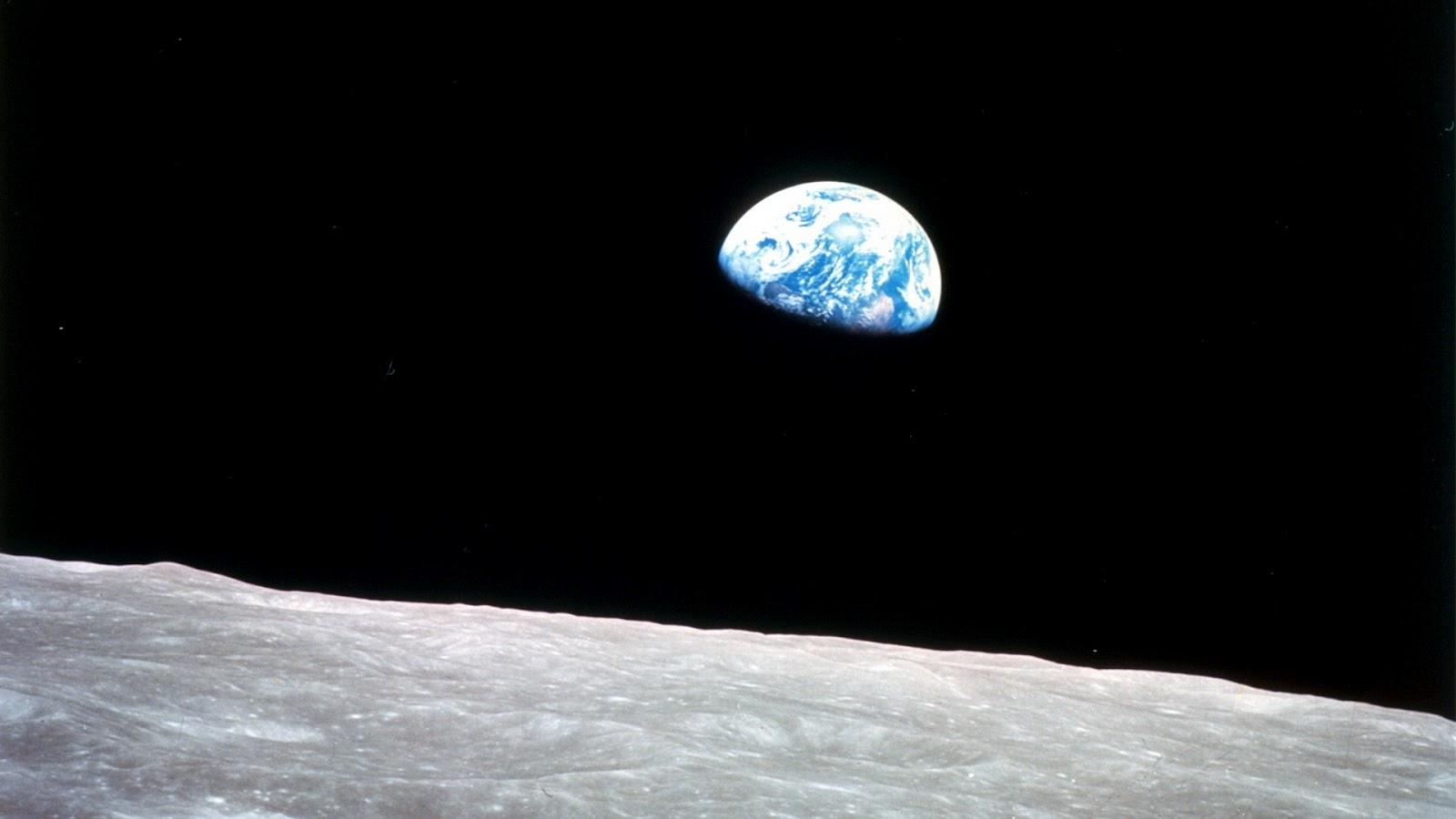 http://1.bp.blogspot.com/-b9fHODAztEw/UCY3c7bpg2I/AAAAAAAAMbU/5axuT5fRKVY/s1600/Earth-and-Moon-Viewer.jpg