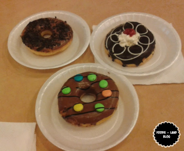 Mad Over Donuts Outlet at Garuda Mall Review , Indian Food Blog