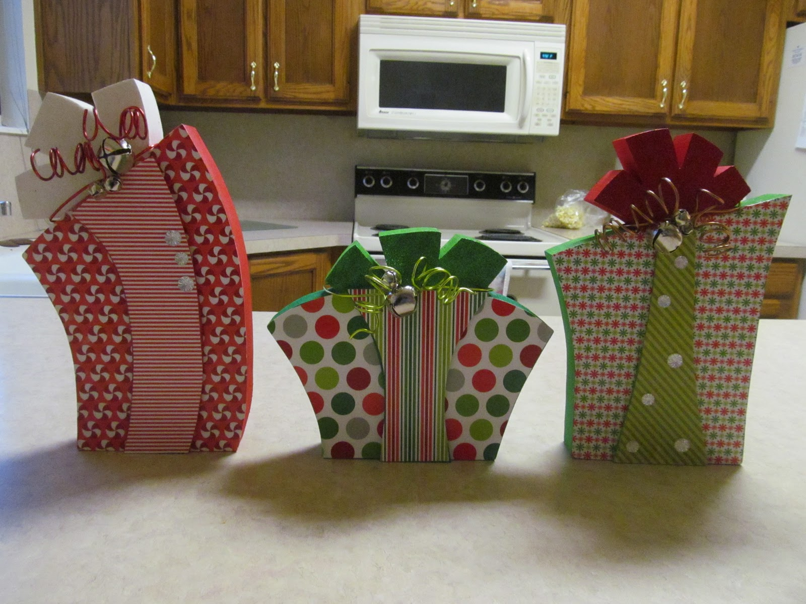 Christmas present wood craft tutorial by guest blogger for Holiday project