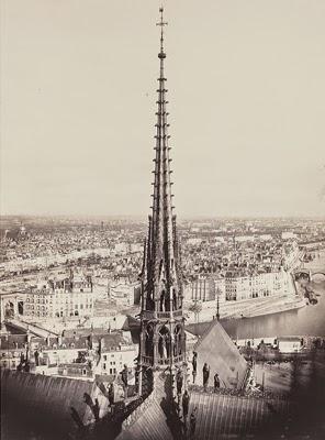 http://cdn-elle.ladmedia.fr/var/plain_site/storage/images/loisirs/sorties/dossiers/a-quoi-ressemblait-paris-au-xixe-siecle/le-sommet-de-notre-dame-1859-1860/46820933-1-fre-FR/Le-sommet-de-Notre-Dame-1859-1860_visuel_galerie2_ab.jpg