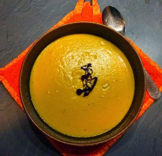 Mörchensuppe mit Kokosmilch und Kürbiskernöl
