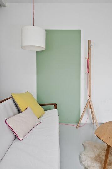 Forma de rectángulo pintado en pared en tono verde