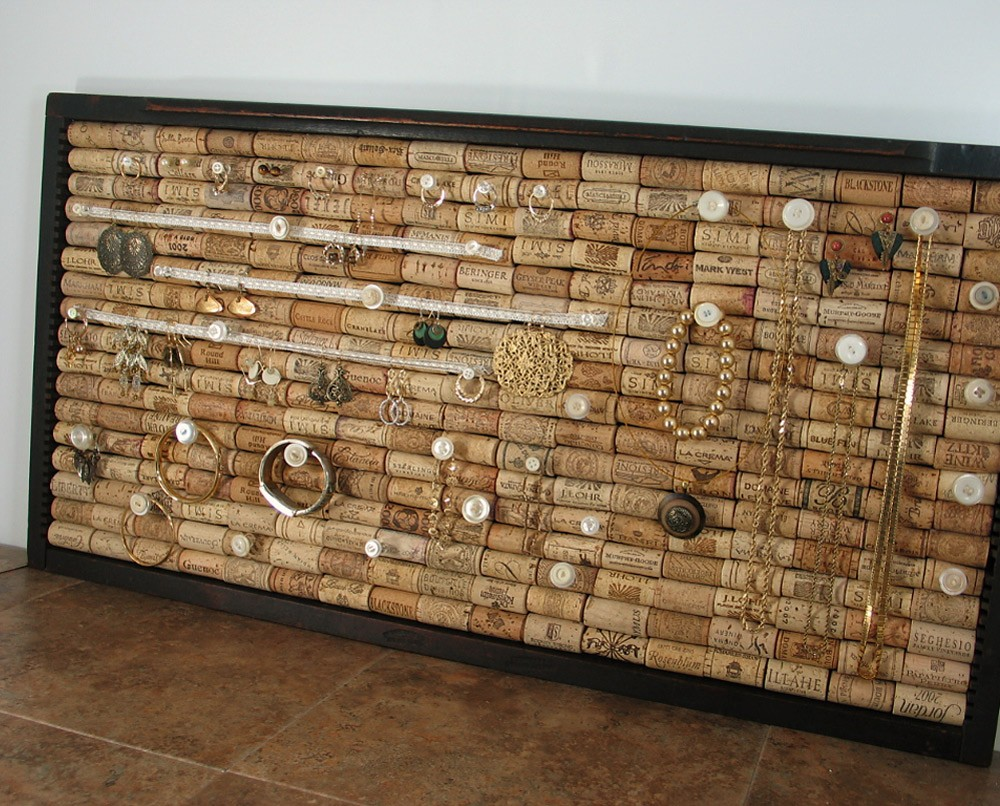Diy cork infused jewelry holder college gloss for Making a cork board from wine corks