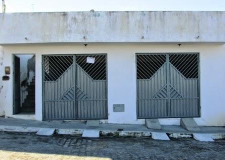 Em Mairi, vende-se uma casa no Bairro da Lapinha