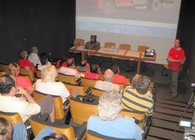 """Jean Tosetto, autor do livro """"MP Lafer: a recriação de um ícone"""" proferiu duas palestras sobre aos carros fora-de-série e em especial o MP Lafer, no auditório alpha da biblioteca do Instituto Mauá."""
