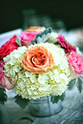 centro floral con hortensias