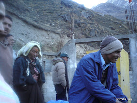 Potatoes bargain by our driver Vishwanth in the Mana village near Badrinath in the Himalayas