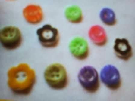 Gambar ikat rambut dari kancing warna