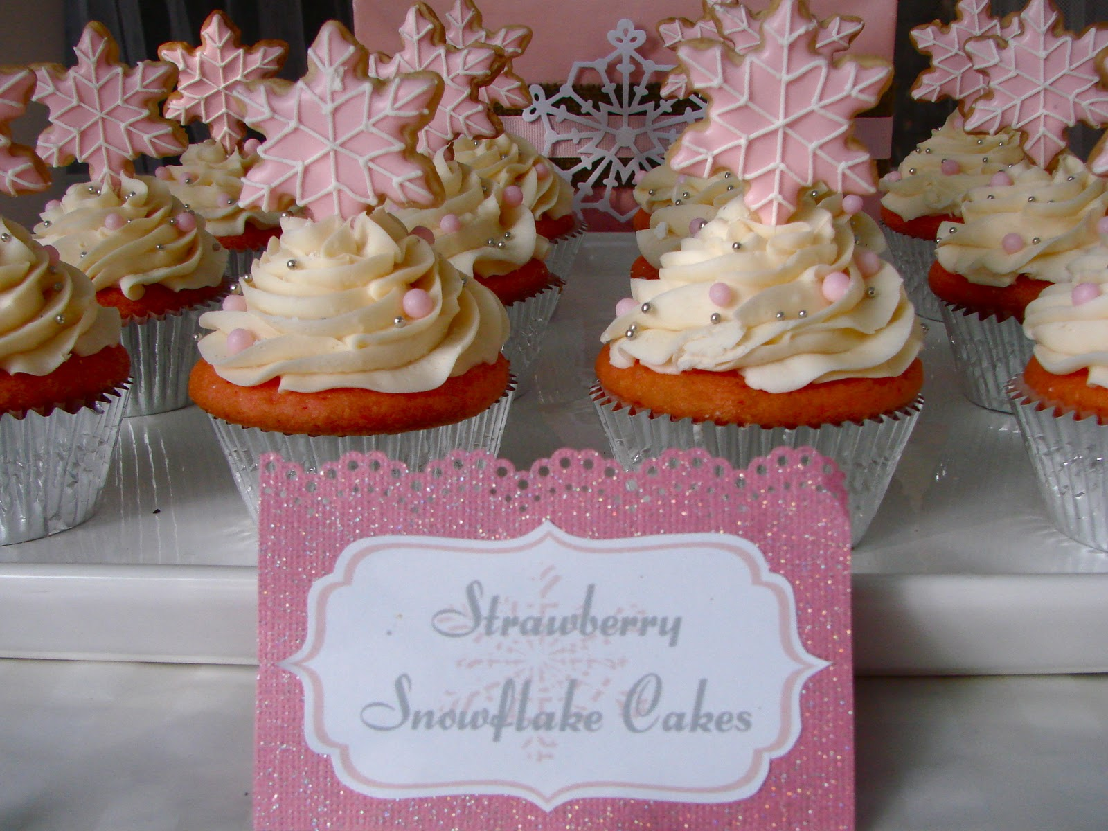 Am in love with this pretty in pink winter one derland birthday