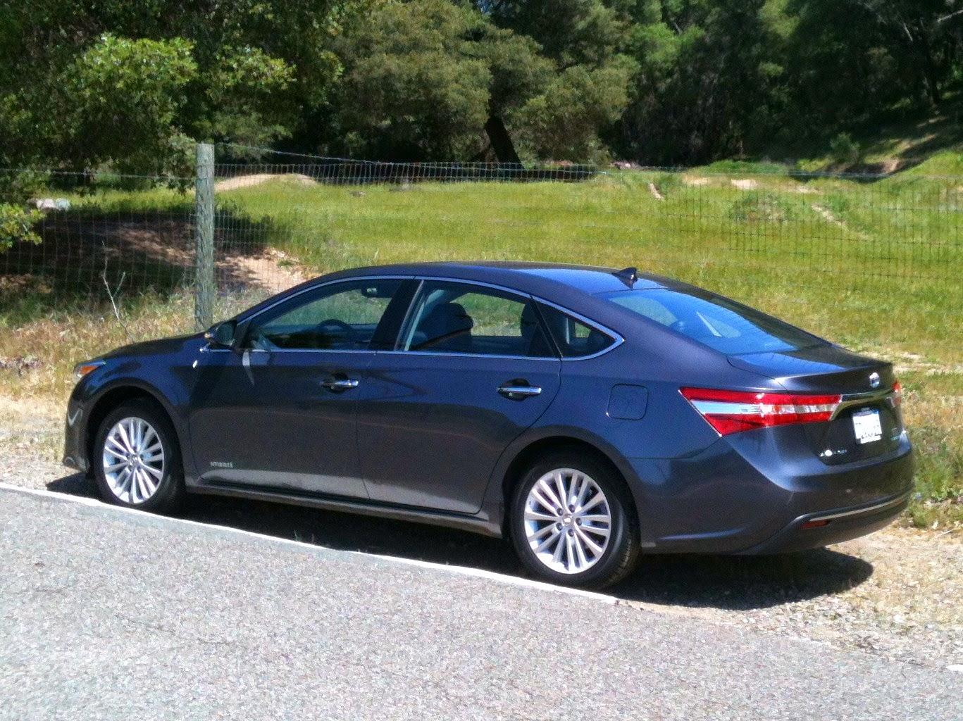 Rear 3/4 view of the 2014 Toyota Avalon Hybrid
