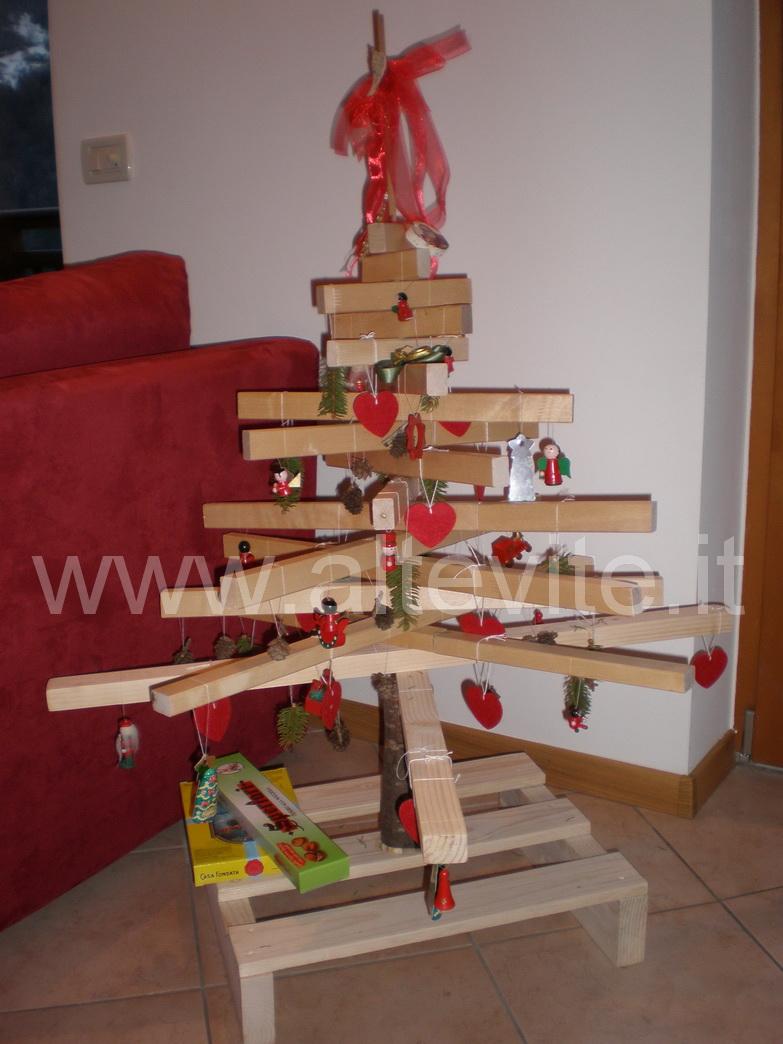 Costruire un albero di natale ecologico altevite for Albero di natale di legno