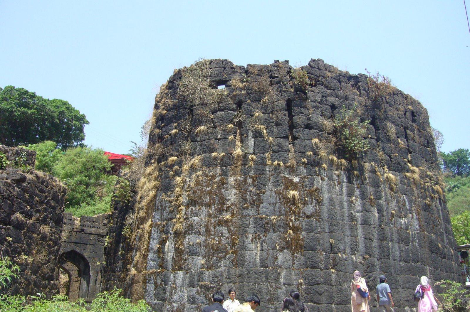the geography of mahabaleshwar Mahabaleshwar comprises three villages: malcolm peth, old kshetra mahabaleshwar and part of the shindola village mahabaleshwar is the source of the krishna river that flows across maharashtra, karnataka and andhra pradesh.