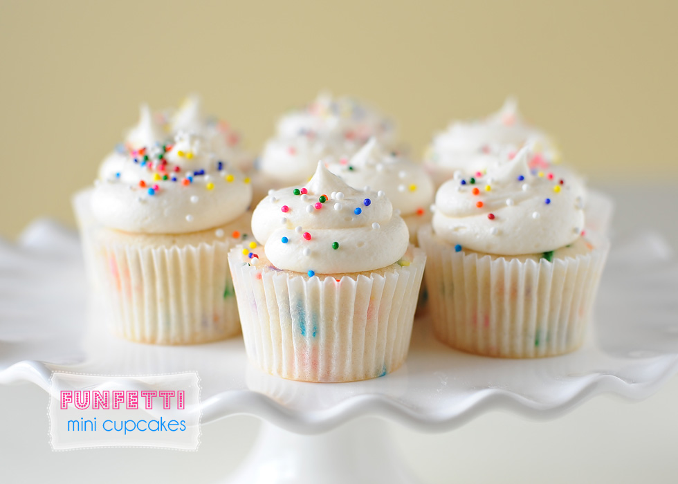 Maddie Cakes: last day of school mini funfetti cupcakes!