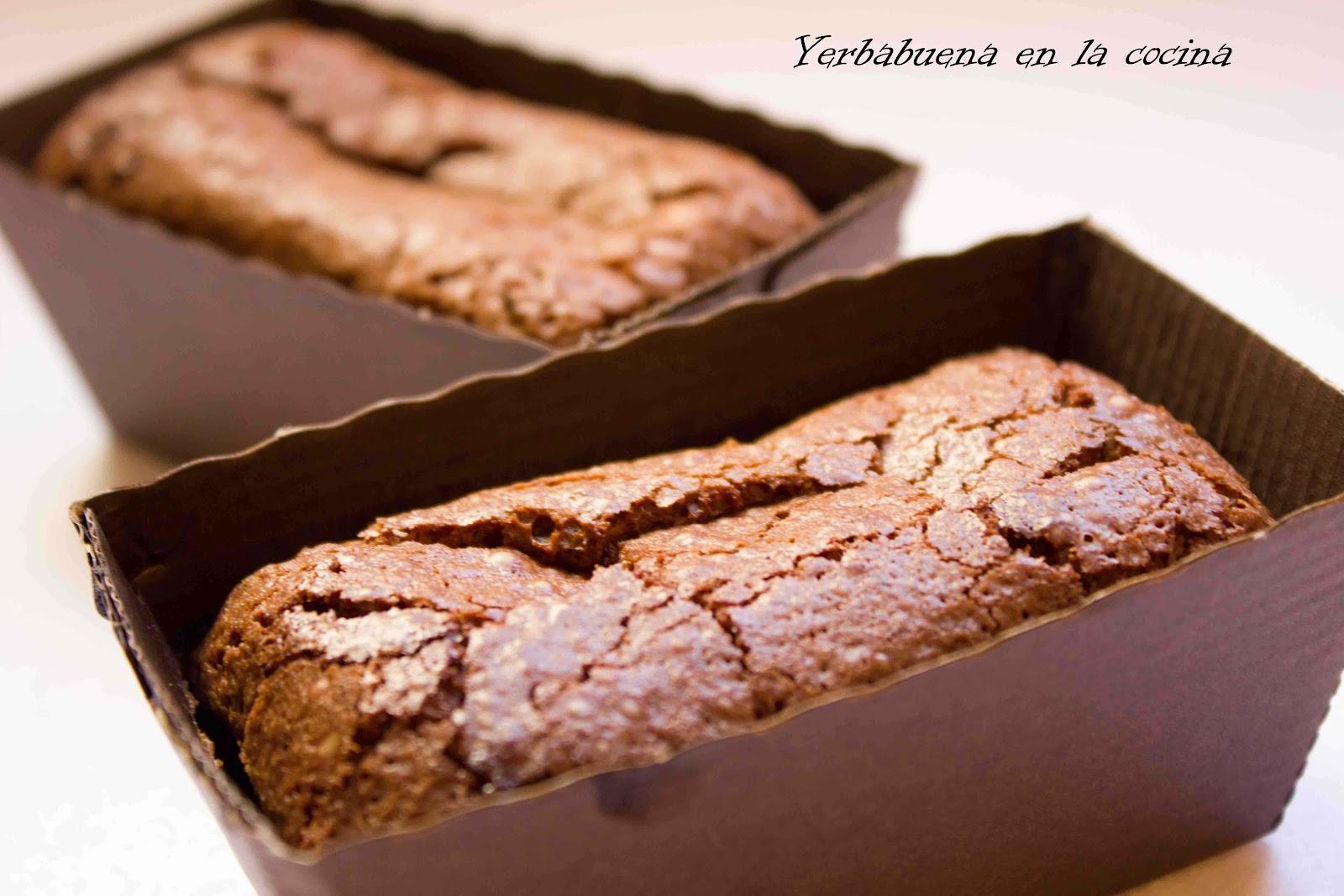 brownie con nueces yerbabuena en la cocina