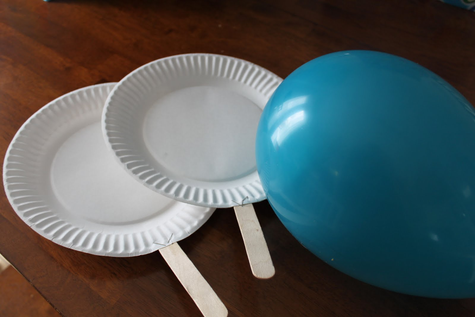 Indoor kids game idea balloon ping pong kids craft for Fun balloon games for kids