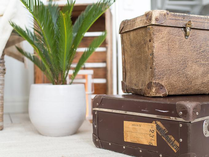 vanhoja matkalaukkuja sisustuksessa