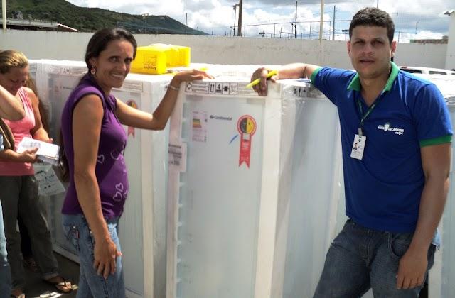 Prefeitura de Limoeiro firma parceria com Celpe para troca de geladeiras