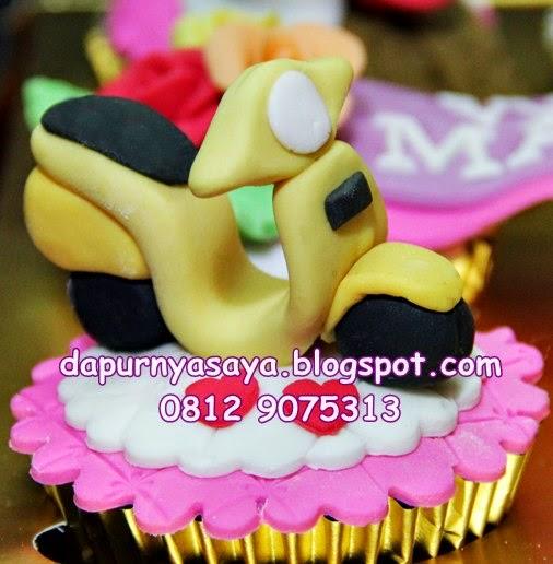 Vespa on Cupcakes