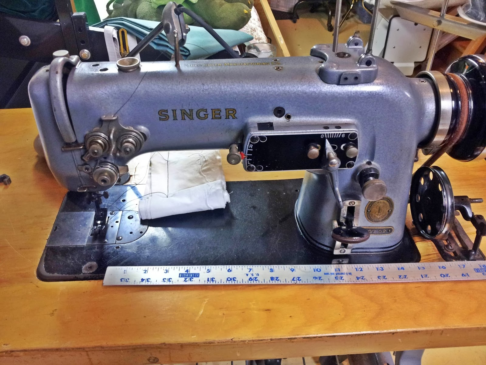 SINGER 307G ZIG ZAG Sewing Machine Manual .Machine is not included