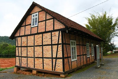 As primeiras escolas em Blumenau