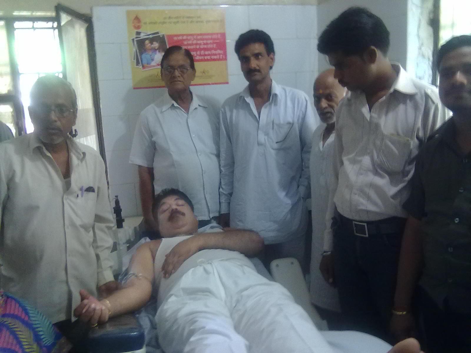 anil jain seema 2012 lalitpur bidhansabha seat ke congress prathyashi shri virendra singh bundela ko bhari bahumat se jitane ke liye boat mangte manniye shri pradeep jain