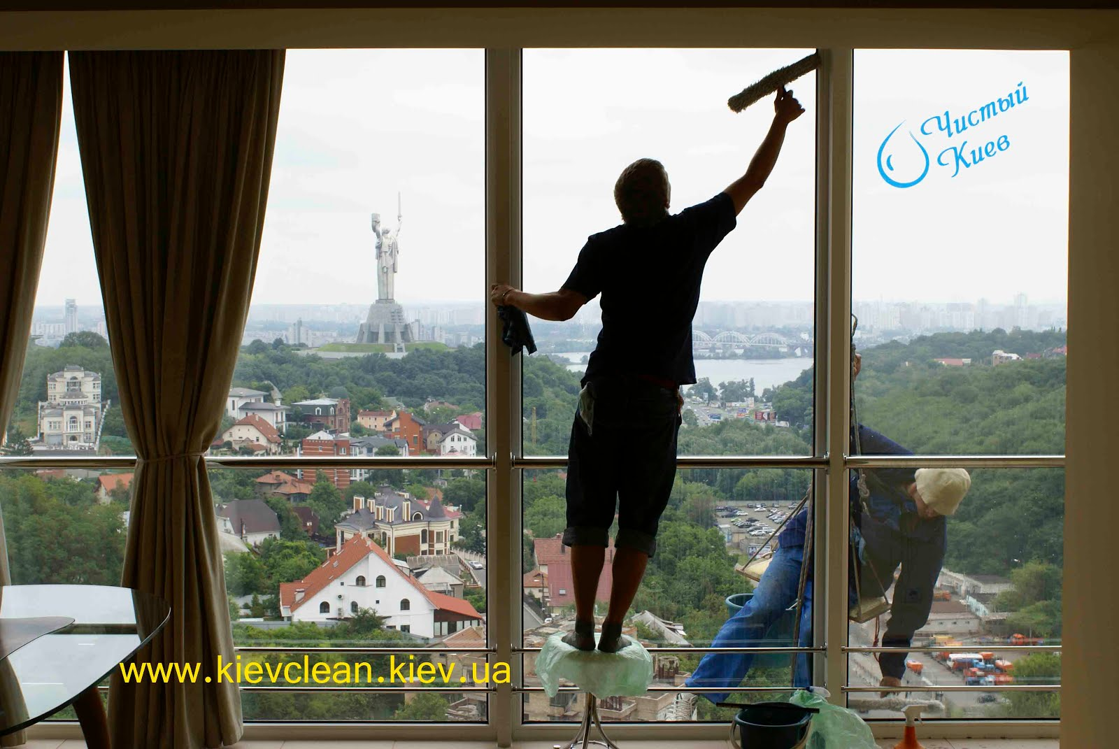 Моем окна