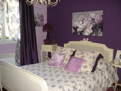 diseño habitación color morado