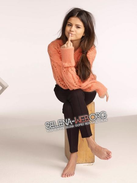 Selena Gomez from Photoshoot for Glamour #1(2011) | 450 x 600 jpeg 126kB