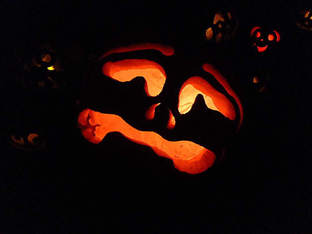 Leering pumpkin to scare you!