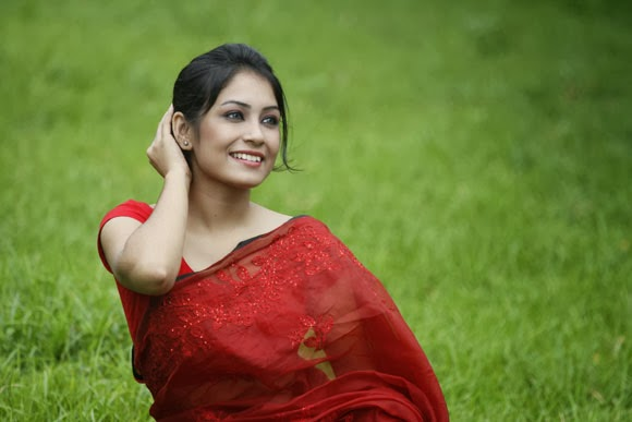 Bangladeshi girl in Sharee
