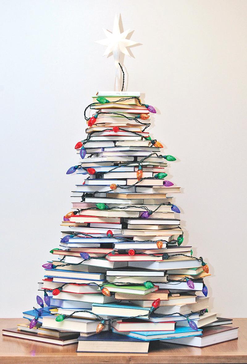Icono interiorismo originales rboles de navidad hechos - Arbol de navidad con libros ...