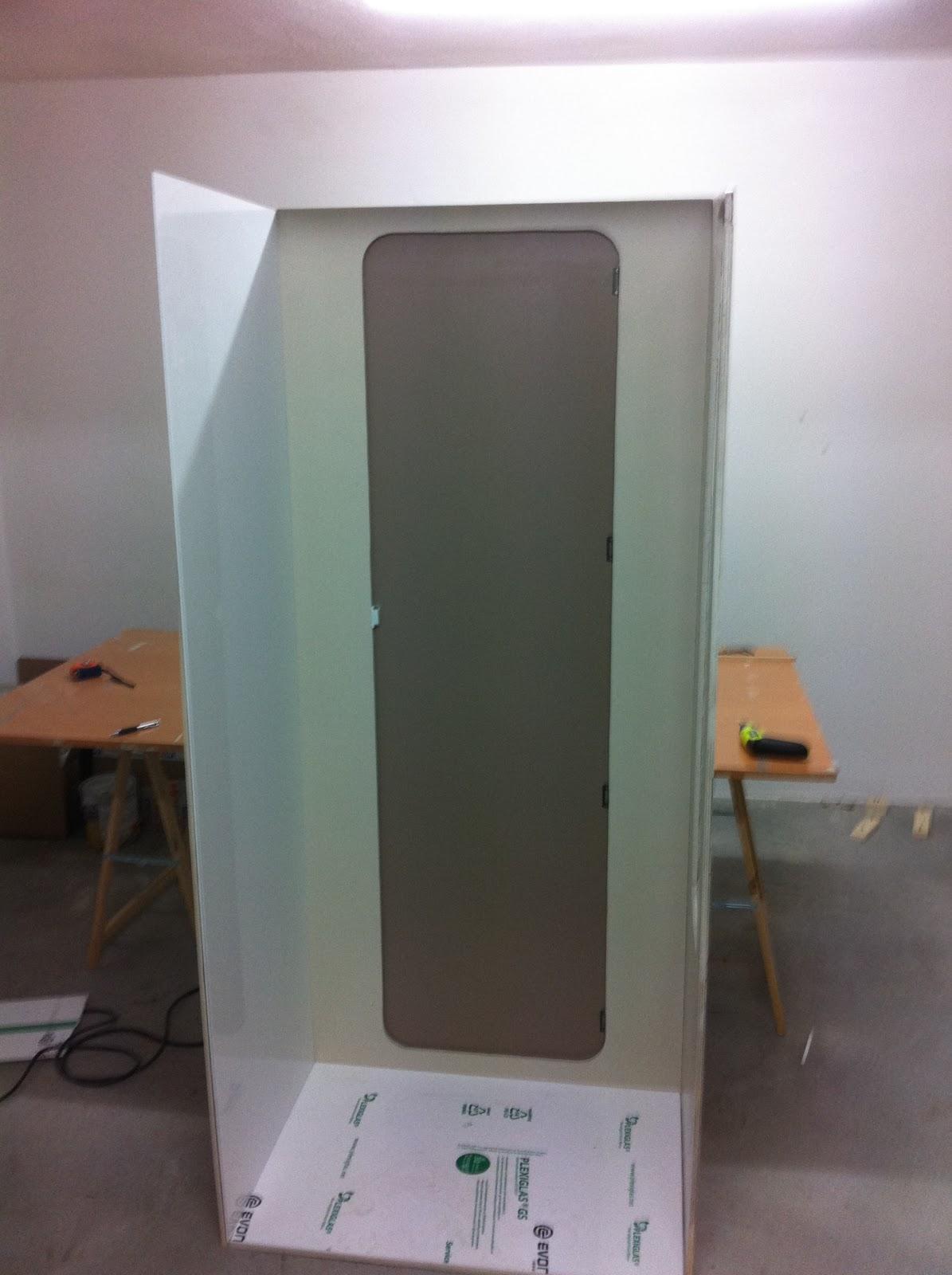 simulamos la cabina de ducha en el garaje para trabajar mejor
