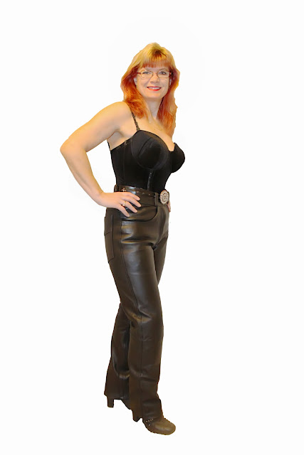 Nahkahousut / Leather pants, korsetti / corset, sexy