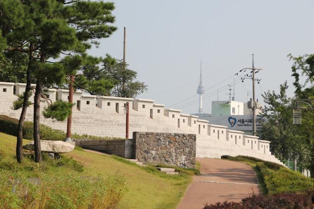 Muralla de Seúl en el parque Wolam
