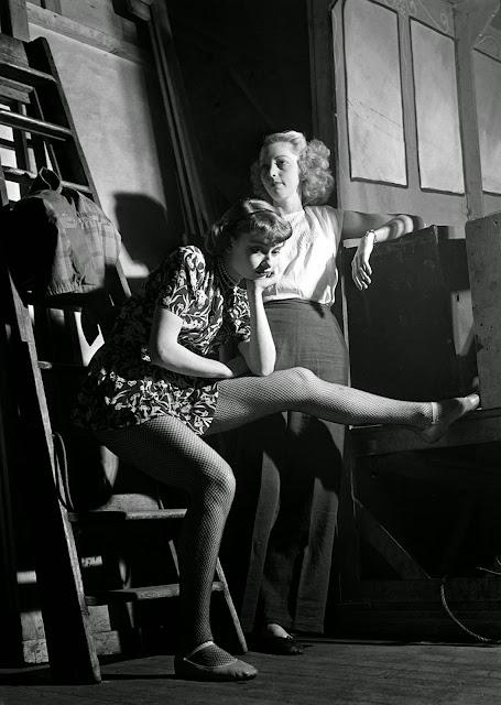 Vintage Everyday Rare Photos Of A Young Audrey Hepburn