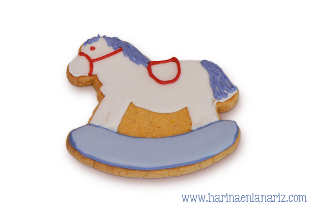 galleta caballo con crines y riendas