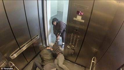 """بالصور و الفيديو… جريمة """"وهمية"""" في مصعد.. تكشف الشجعان والجبناء"""