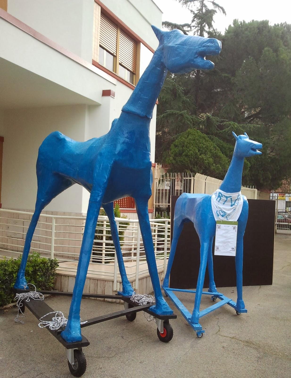 Marco Cavallo ¨ un simbolo della lotta contro il disagio psichico e contro i mani i ˆ una statua di legno e cartapesta alta quattro metri