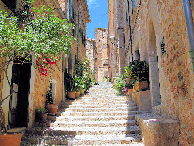 Cobbled streets and picturesque stairways invite you in for a closer look at Fornalutx, Mallorca. Photo: WikiMedia.org.
