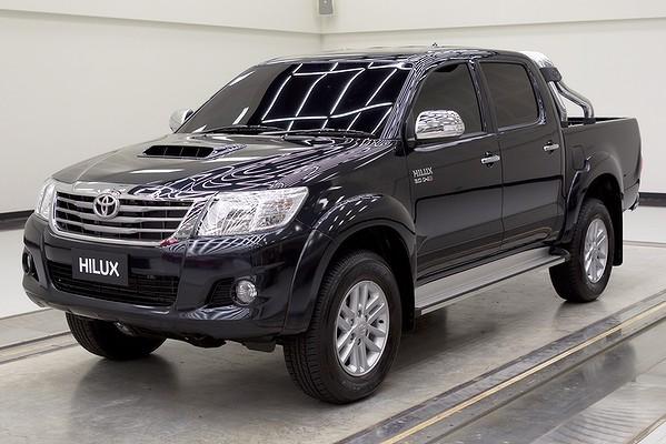 Di Thailand Toyota mengeluarkan Hilux terbaru dalam