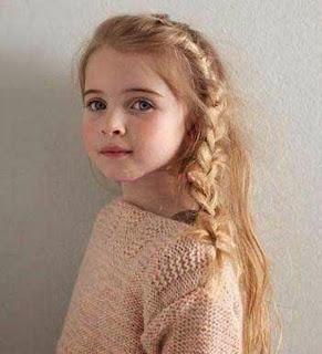 Model rambut panjang bergelombang cantik untuk anak perempuan terbaru