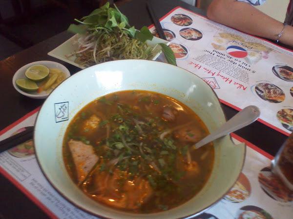 Bun Bo Hue - plato tradicional de Hue - Vietnam